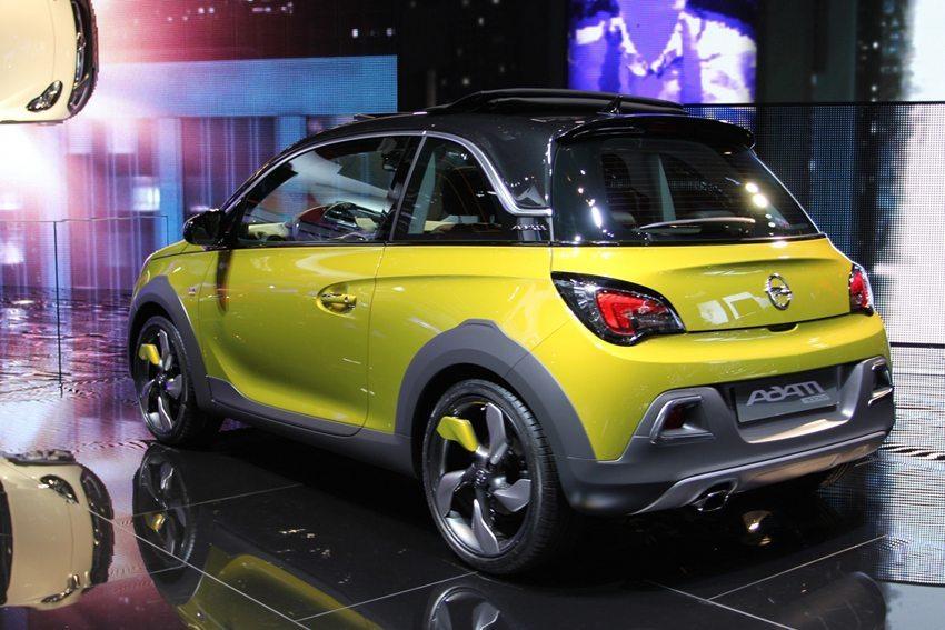 Opel Adam Rocks 2014 – ein echtes Männerauto oder doch nur eine Eva im Kostüm? (Bild: Zavatskiy Aleksandr / Shutterstock.com)
