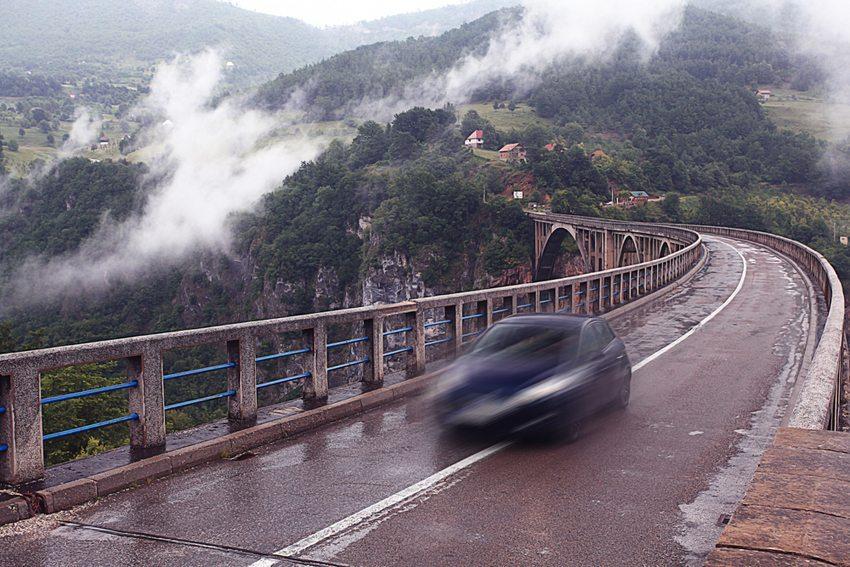 Durch den regenreichen Sommer 2014 wurde die Lust auf Spritztouren und Testfahrten eher ausgebremst. (Bild: Kichigin / Shutterstock.com)