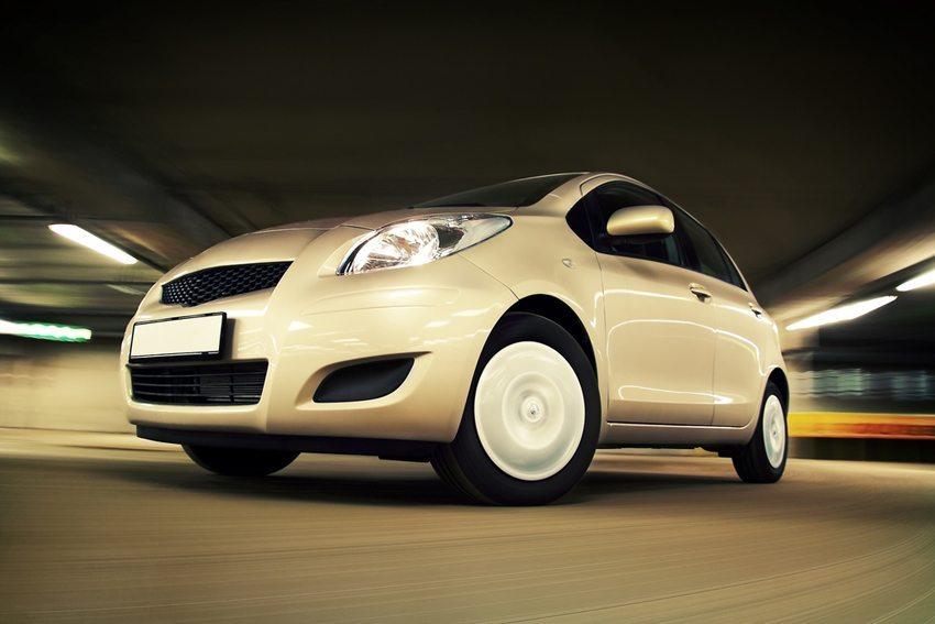Vernünftig motorisierte Kraftfahrzeuge sind mit Motoren bis 120 PS vollkommen ausreichend motorisiert. (Bild: Maksim Toome / Shutterstock.com)