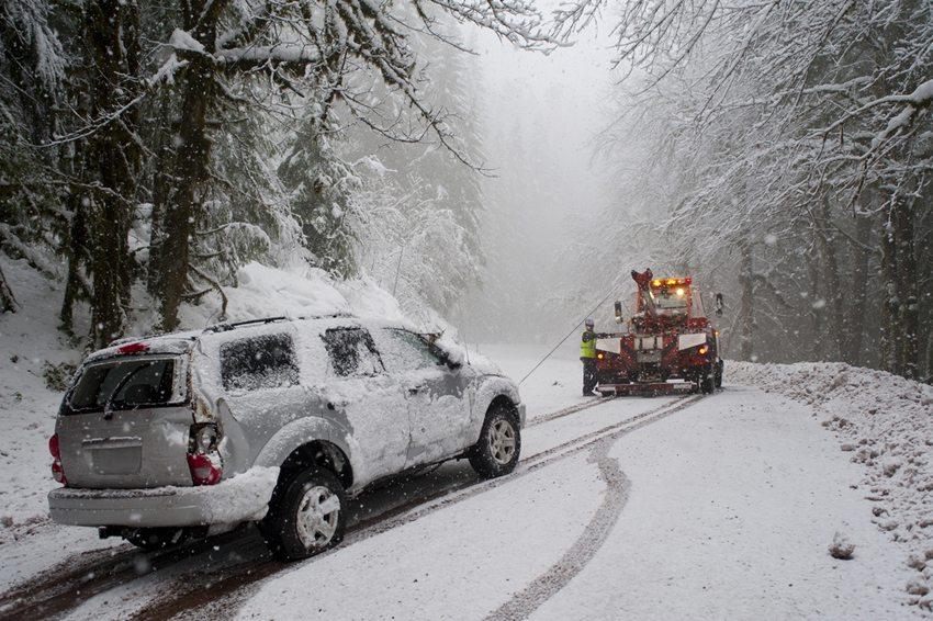 Eine Fahrzeugpanne kommt meistens unverhofft und lässt sich in vielen Fällen nicht aus eigener Kraft beseitigen. (Bild: Robert Crum / Shutterstock.com)