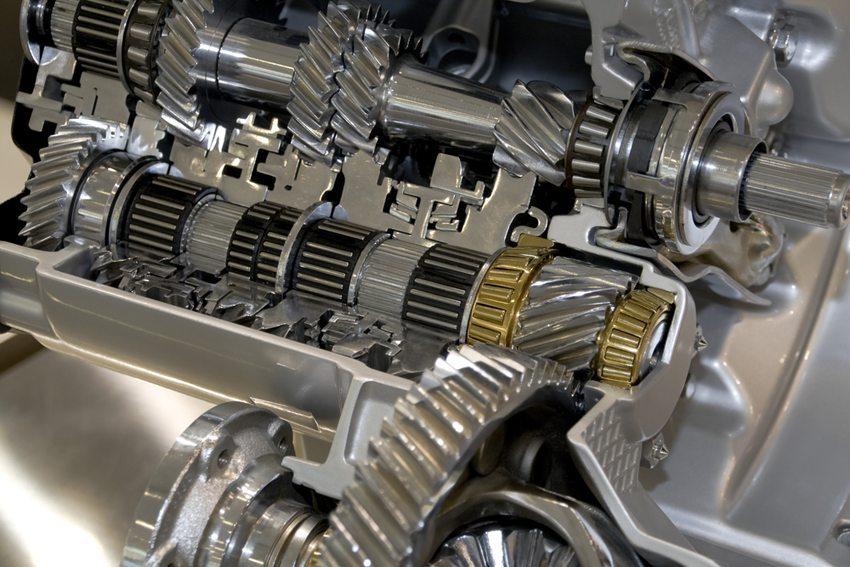 Das Getriebe sorgt für eine sinnvolle Übertragung der Motorenkräfte von einer rotierenden in eine lineare Bewegung. (Bild: yuyangc / Shutterstock.com)