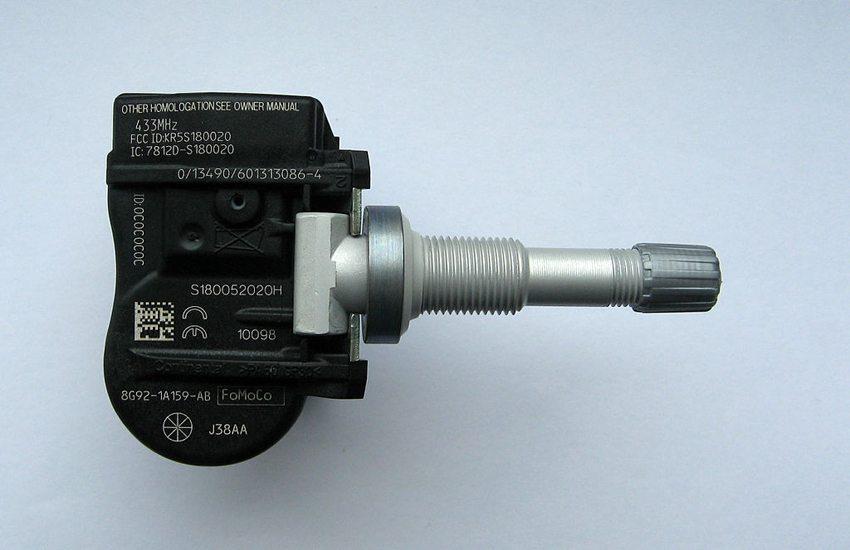 Reifendruckkontrollsystem für Ford- und Volvo-PKWs – Vorderseite (Bild: Lumu, Wikimedia, GNU)
