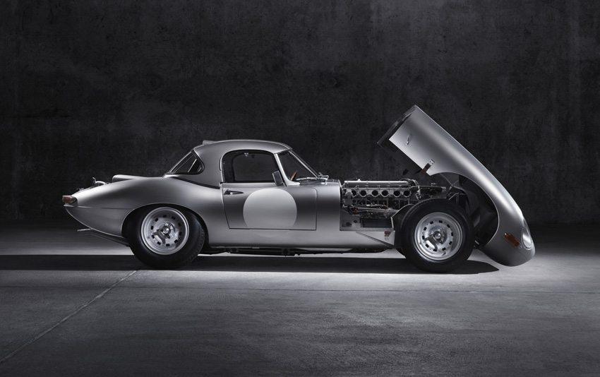 Jaguar Lightweight E-Type – die Montage erfolgt wie früher in echter Handarbeit. (Bild: Jaguar Land Rover Limited)