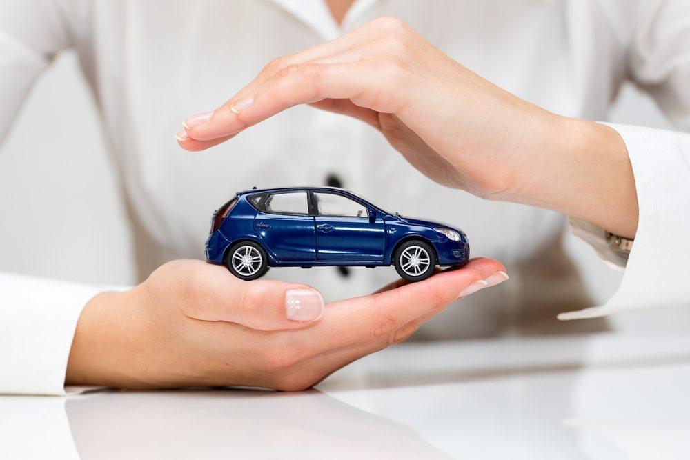 Versicherungsbeiträge können im Rahmen von Spezialtarifen für E-Fahrzeuge finanziell optimiert werden. (Bild: scyther5/Shutterstock.com)