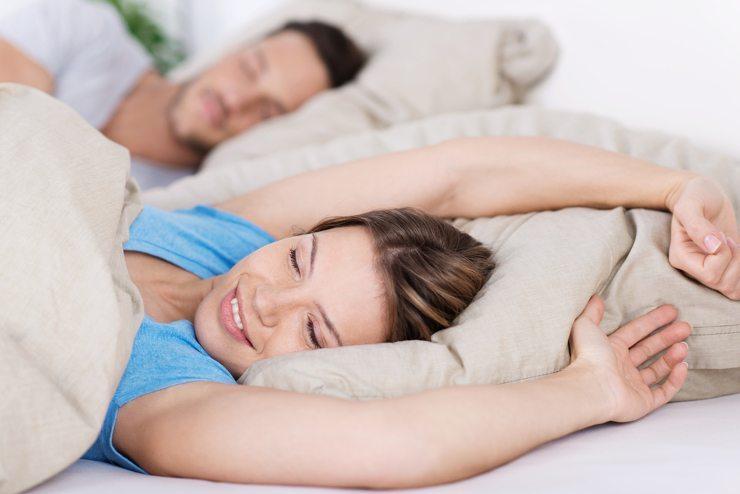 Im Bett finden wir Ruhe nach einem harten Arbeitstag (Bild: © racorn - shutterstock.com)