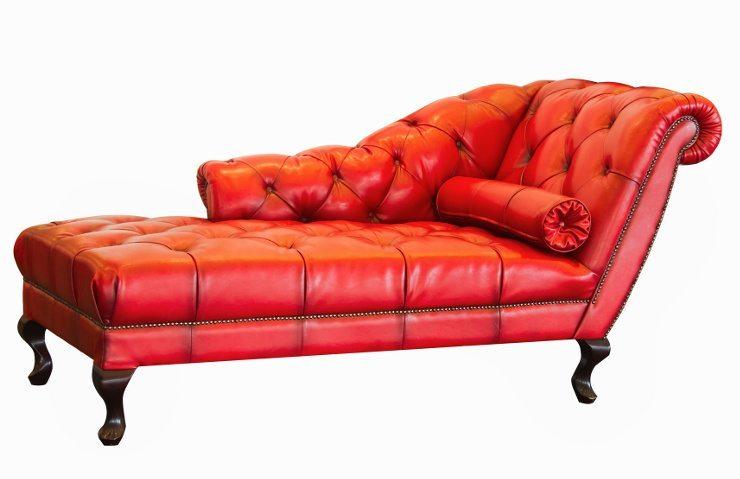 Ein rotes Ledersofa bringt Extravaganz in Ihr Wohnzimmer. (Bild: © praisaeng - fotolia.com)
