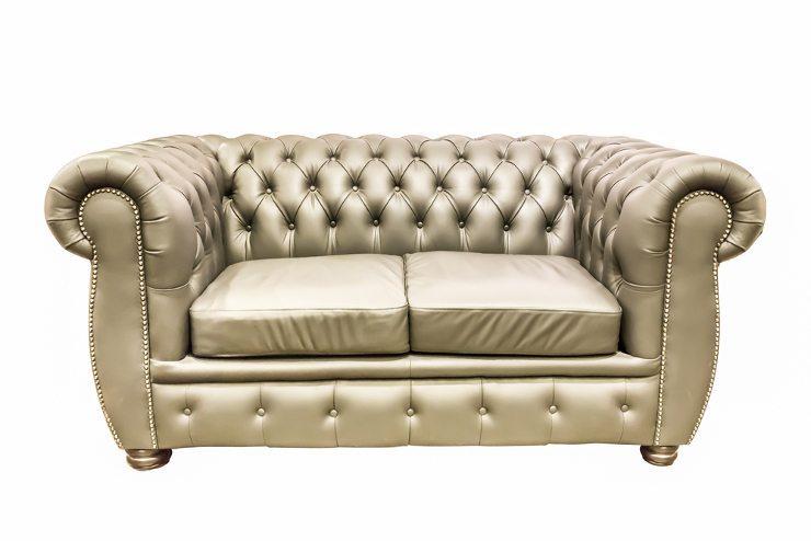 Das Polstermöbel bildet das Herzstück unseres Wohnzimmers. (Bild: © Byjeng - shutterstock.com)