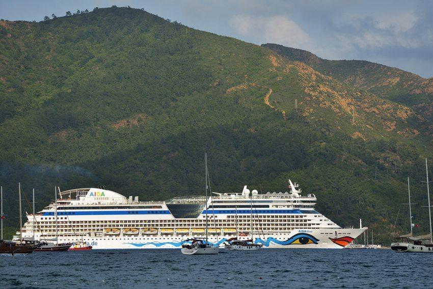 Aida-Kreuzfahrtschiff in der Marmaris Bucht, Türkei (Bild: Lilyana Vynogradova / Shutterstock.com)