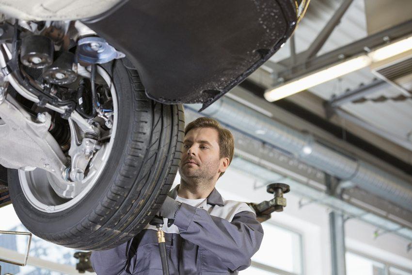 Die Reparaturkosten sind in den Service-Werkstätten in der Schweiz auf hohem Niveau. (Bild: bikeriderlondon / Shutterstock.com)
