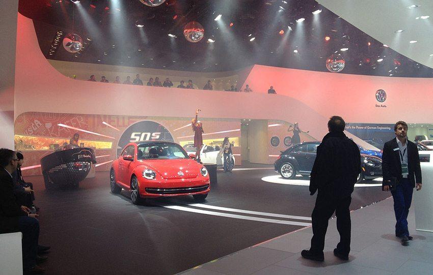 Volkswagen- Präsentation auf North American International Auto Show Detroit, Michigan 2013 (Bild: Sarah Larson, Wikimedia, CC)