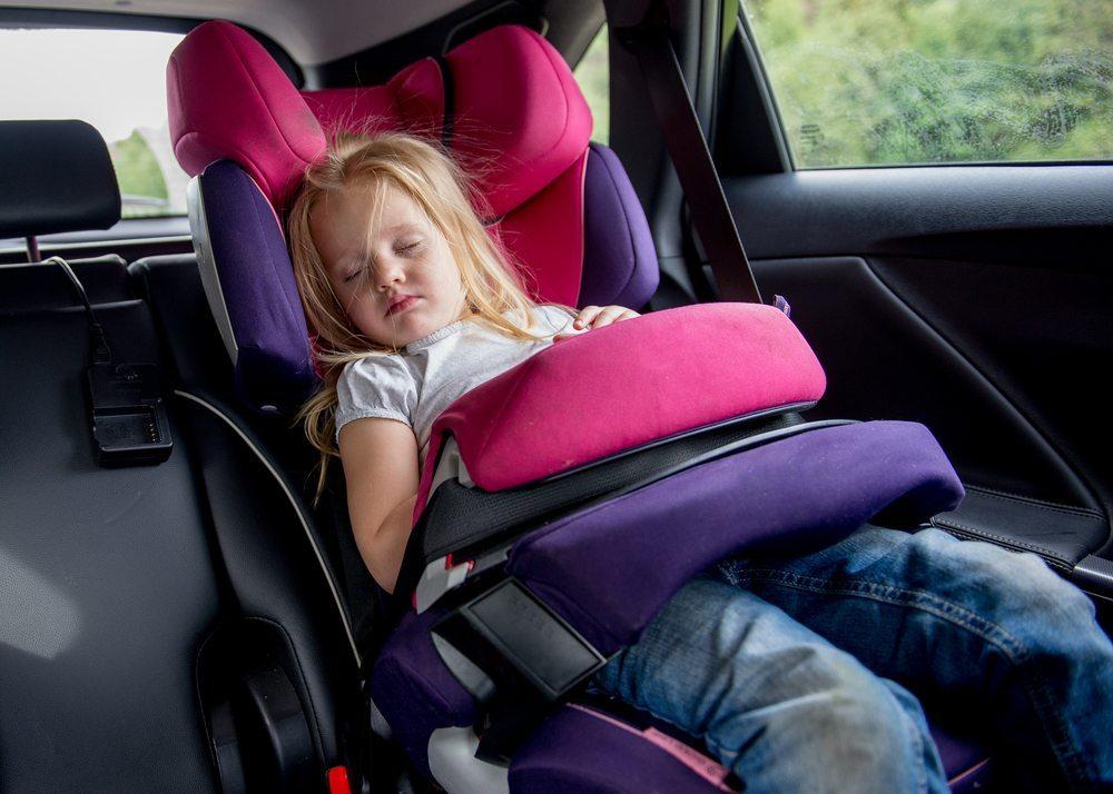Den richtigen Kindersitz wählen (Bild: © liseykina - shutterstock.com)