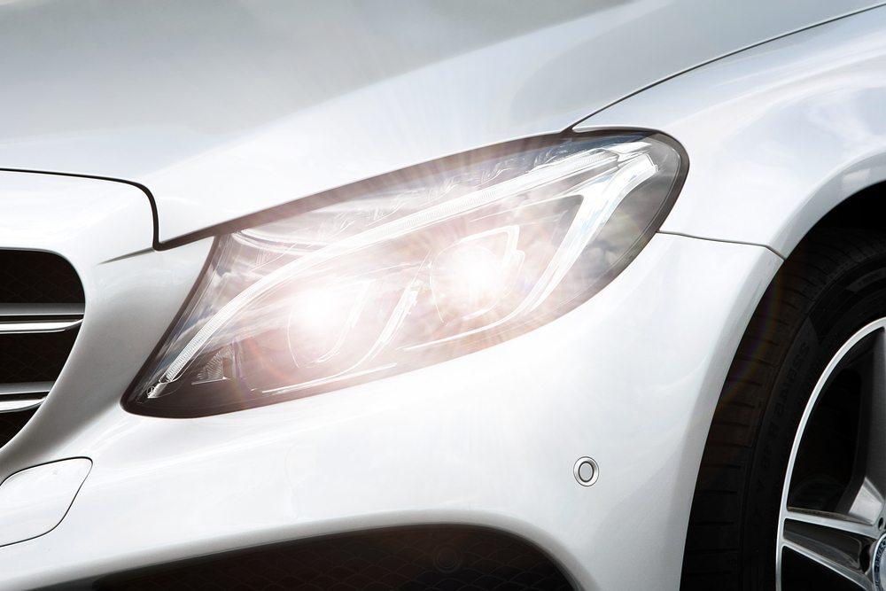 Klare Linien im Design des klassischen Sportwagens (Bild: © S_Photo - shutterstock.com)