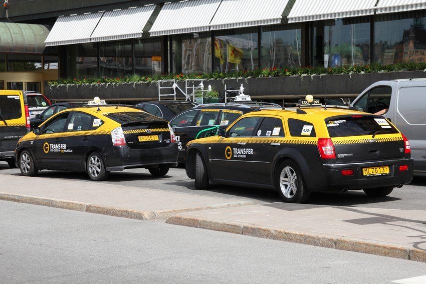 Taxis in Stockholm (Bild: upungato / Shutterstock.com)