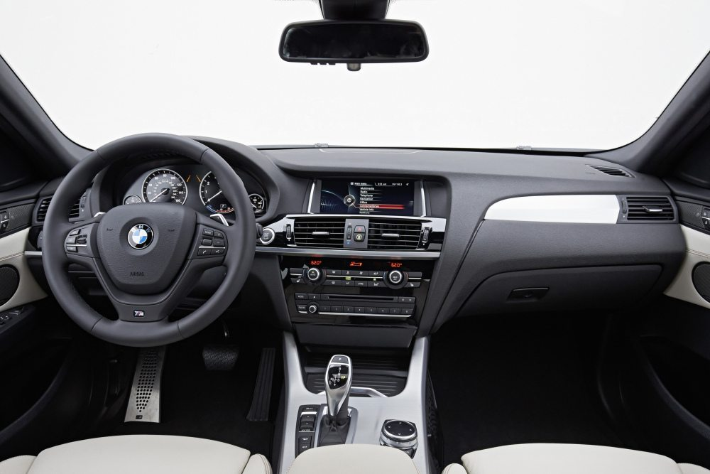 Der Innenraum der aktuellen X3 und X4 wirkt deutlich hochwertiger als bei der X3-Baureihe E83. (Bild: © BMW Press)