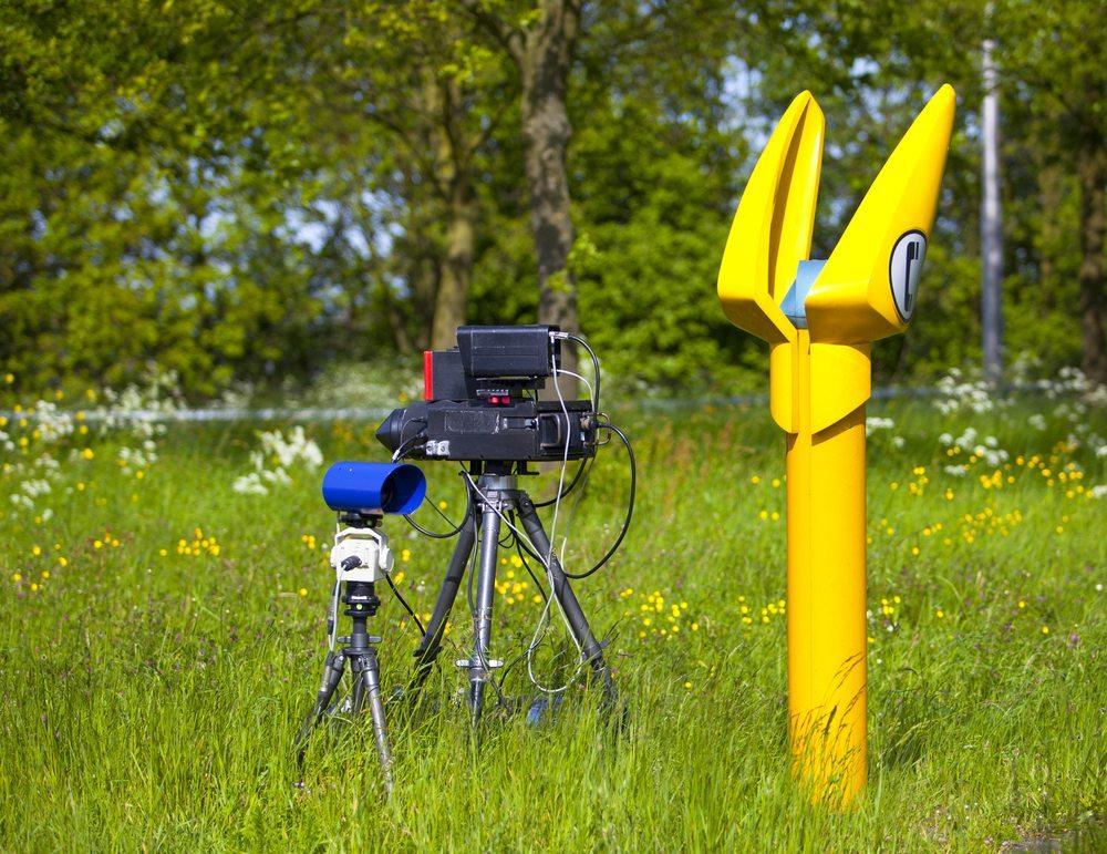 Insgesamt gibt es in der Schweiz 900 verschiedene Radarfallen. (Bild: Rob Bouwman / Shutterstock.com)