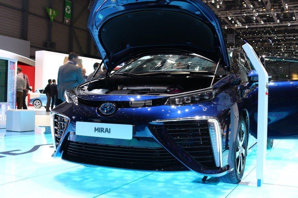 Toyota hat mit dem Mirai ein gewaltiges Ausrufezeichen auf den Messestand gesetzt. (Bild: agentur belmedia)