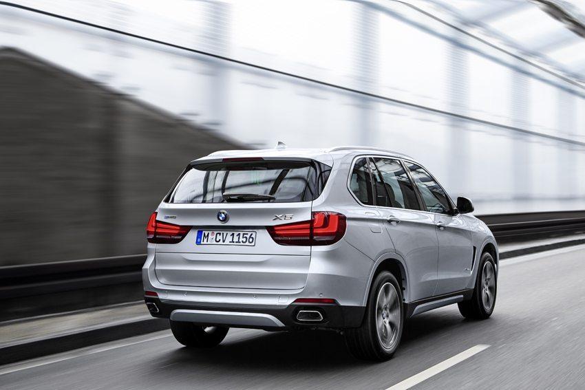 Der neue BMW X5 xDrive40e – Heckansicht. (Bild: © BMW Group)