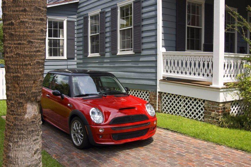 Der heutige Mini Cooper wirkt modern und keinesfalls aus der Zeit gefallen. (Bild: © Konstantin L - shutterstock.com)