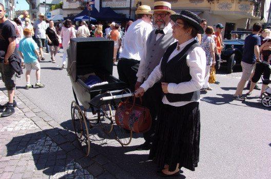 Auch Zuschauer kommen passend gekleidet ans O iO. (Bild: www.O-iO.ch)
