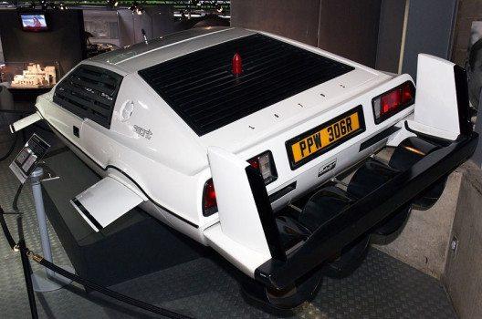 """Lotus Esprit – Filmauto aus dem Streifen """"Der Spion, der mich liebte"""", 1977, im National Motor Museum in Beaulieu, Hampshire, England. (Bild: Morio, Wikimedia, CC)"""