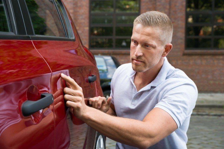 Kleinere Kratzer werden sich nach einigen Jahren häufig nicht vermeiden lassen (Bild: © Andrey Popov - fotolia.com)