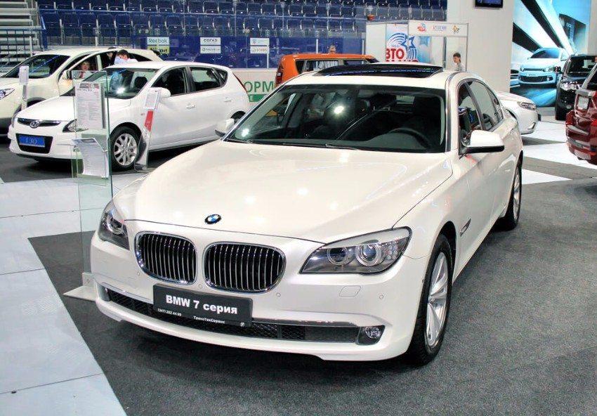Die komfortabelste BMW-Luxuslimousine aller Zeiten wird er sein, aber kein Showfahrzeug. (Bild: © Art Konovalov - shutterstock.com)