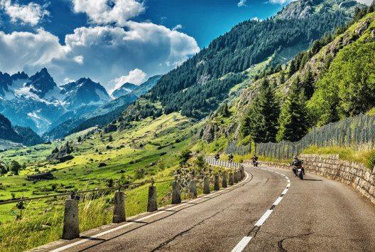 In der Schweiz gibt es viele MCs und Bikertreffen in allen Ecken und Winkeln des Landes. (Bild: Anna Omelchenko – shuttestock.com)