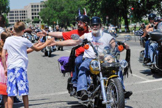Es gibt viele Vorurteile gegen Biker, die gar nicht stimmen. (Bild: Rena Schild – shutterstock.com)