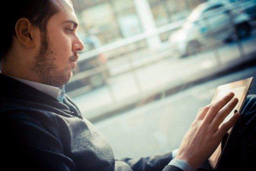 Da alle vernetzten Autos mit einem 3G- oder 4G-Mobilfunkmodul ausgestattet sind, lassen sich diese auch orten. (Bild: © Eugenio Marongiu - shutterstock.com)