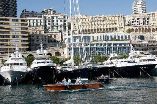 Im Fürstenstaat Monaco kommen Fans von Luxusyachten voll auf ihre Kosten (Bild: © visitmonaco.com)