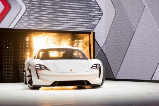 Der Porsche Mission E –Präsentation an der IAA 2015. (Bild: © Dr. Ing. h.c. F. Porsche AG)