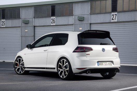 Das Jubiläumsmodell hebt sich signifikant von den bekannten GTI Modellen ab. (Bild: © VW Press)