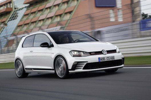 Der Golf GTI Clubsport mit 6-Gang-Schaltgetriebe beschleunigt in 6,0 Sekunden auf 100 km/h. (Bild: © VW Press)