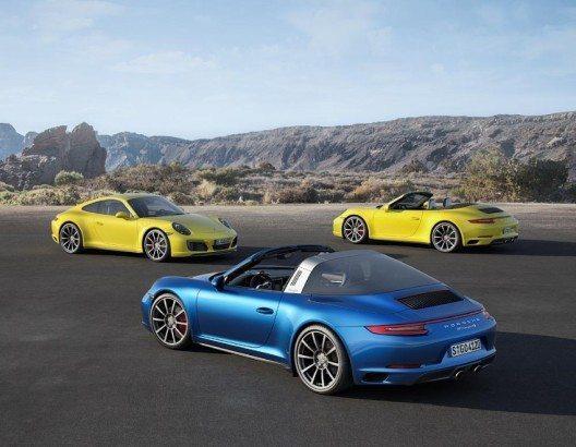 Mit den neuen 911 Carrera 4 und 911 Targa 4 bringt Porsche zwei Allrad-Sportwagen auf den Markt.