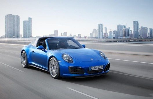Die weiterentwickelte Optik unterstreicht auch die extravagante Eleganz des 911 Targa.