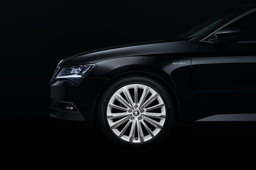 Highlight des ŠKODA Showcars ,Black Crystal Car' sind die einzigartig gestalteten Felgen. Diese sind mit sogenanntem 'Sternenstaub' (StarDust®) versehen.