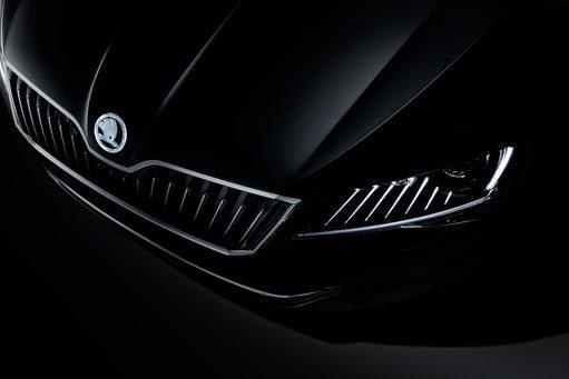 In Kooperation mit dem renommierten Glaswerk PRECIOSA interpretiert die Marke Details der ŠKODA Superb Limousine neu.