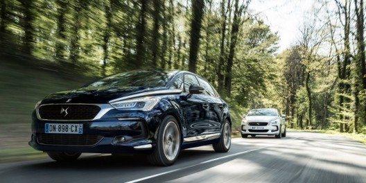 """Mit den prestigeträchtigen Titeln """"Most Beautiful Car of the Year"""" und """"Most Beautiful Interior"""" ausgezeichnet."""