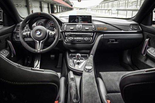 Bei Bedarf kann der Fahrer die Gänge auch manuell über Schaltwippen am Lenkrad oder den Gangwahlschalter wählen.