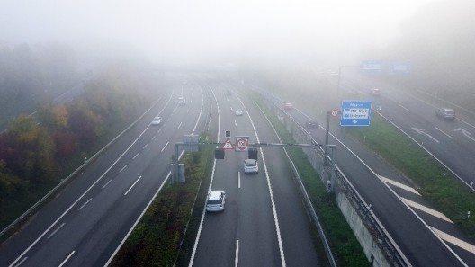 Seit dem 1. Januar 2014 sind Autofahrer in der Schweiz verpflichtet, auch am Tag mit Licht zu fahren. (Bild: © obs/Touring Club Schweiz/Suisse/Svizzero - TCS)