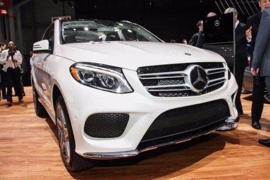 Mit dem GLE 500 e 4MATIC bietet Mercedes-Benz erstmals in seiner SUV-Historie ein Plug-In Hybridmodell an. (Bild: © Miro Vrlik Photography - shutterstock.com)