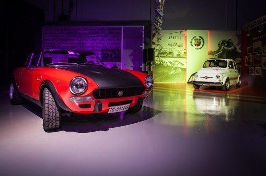 Das Projekt Abarth Classiche startete im Turiner Stadtteil Mirafiori mit der Eröffnung einer 900 Quadratmeter grossen Werkstatt für Fahrzeugrestaurierungen.