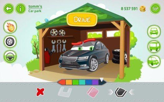 Mit Hilfe der App SKODA LittleDriver lernen Kinder auf spielerische Art während der Autofahrt auf der Rücksitzbank erste Grundlagen des Autofahrens.