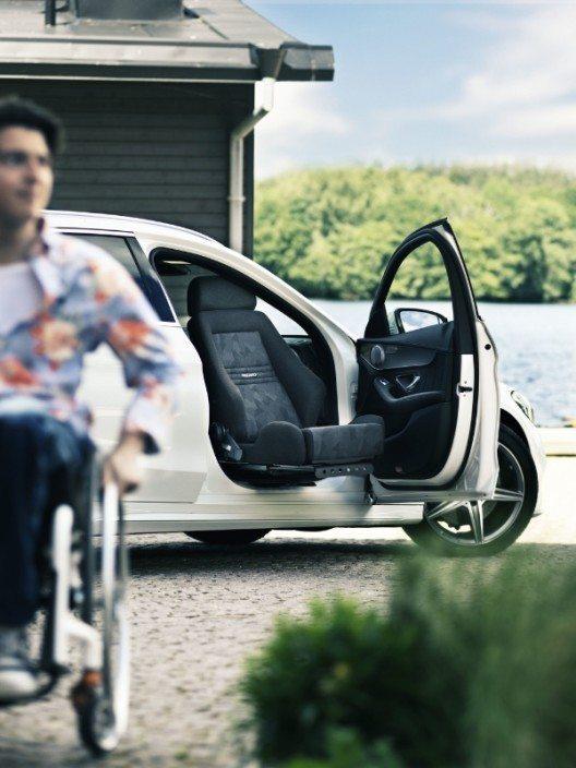 """Mit dem neuesten Schwenksitz """"Turny Low Vehicle"""" können nun mehr Menschen mit Handicaps unter den Fahrzeugen auswählen, die sie mögen. (Bild: © Autoadapt)"""