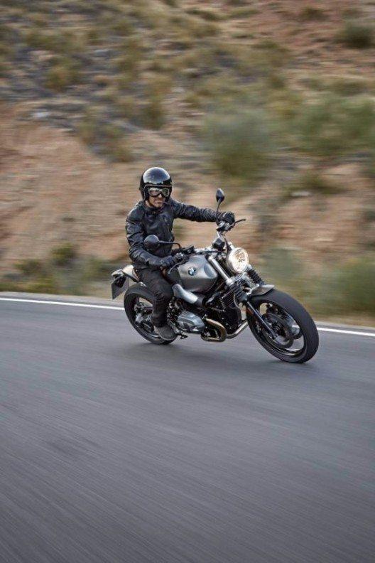 BMW Motorrad präsentiert die neue BMW R nineT Scrambler, das die Scrambler-Ära auf ganz besondere Weise wieder aufleben lässt.