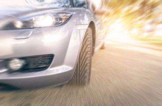 Autonomes Fahren und vernetzte Fahrzeuge sind die grossen Zukunftstrends der Automobilindustrie. (Bild: © oneinchpunch - shutterstock.com)