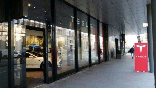 Der neue Tesla-Store in Basel Stadt am St.-Alban-Graben.