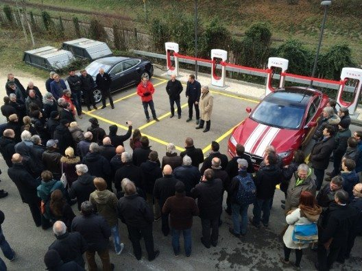 Eröffnung des neuen Tesla Superchargers in Pratteln
