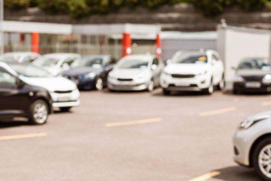 Der Auto-Markt ist im vergangenen Monat nach einem kleinen Durchhänger im Oktober wieder gewachsen. (Bild: © wavebreakmedia - shutterstock.com)
