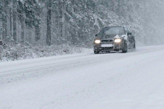 Im Winter sind die Strassenverhältnisse besonders schwierig. (Bild: Olaf Naami – shutterstock.com)